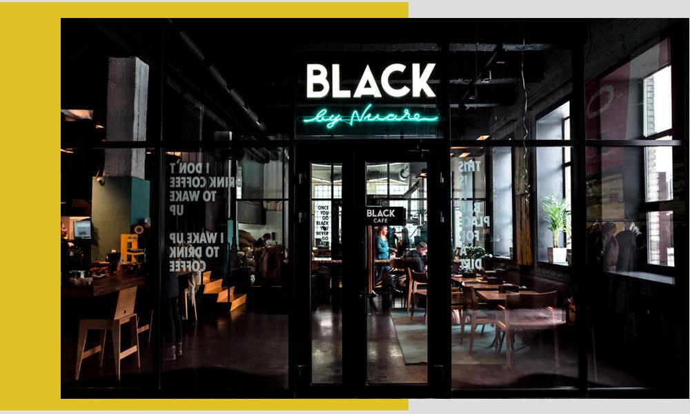 Intrarea in magazinul Black